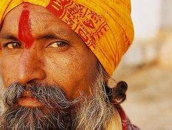 В Индии паломники избили машиниста состава, который переехал 35 человек