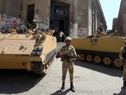 Власти Египта ввели в Гизу и Мадинат-Насер бронетехнику